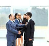 两个商务伙伴会议介绍的 库存图片