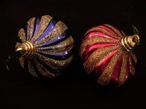 两个圣诞树球喜欢细颈瓶2 免版税库存图片