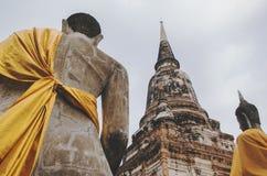 两个坐的菩萨雕象 免版税库存照片