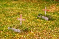 两个坟墓在秋天 免版税图库摄影
