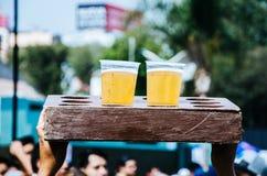 两个塑料杯子用啤酒 免版税库存图片