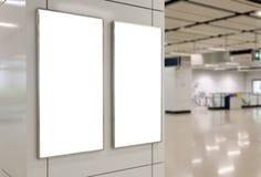 两个大垂直/画象取向空白广告牌 免版税库存图片