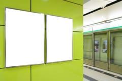 两个大垂直/画象取向空白广告牌 免版税图库摄影