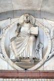 两个天使举行的救世主 免版税库存照片