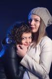 两个女孩观看在戏院的恐怖片 免版税库存图片