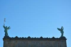 两个女性天使雕象  免版税图库摄影