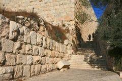两个宗教犹太人上升古老石头 库存图片