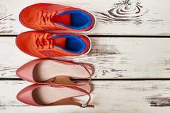 两个对妇女` s鞋子 免版税库存照片