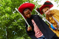 两个小孩装饰象骑士 免版税库存图片