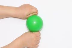 两个小的手举行球 库存图片