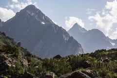 两个岩石山顶 免版税库存图片