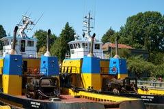 两个巨人类拖轮后方甲板 免版税库存图片