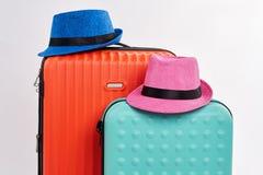 两个帽子和两个手提箱 库存照片