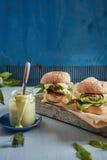 两个开胃汉堡包和一个瓶子用调味汁 库存图片
