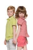 两个微笑的孩子 图库摄影