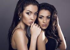 两个性感的女孩 免版税库存图片