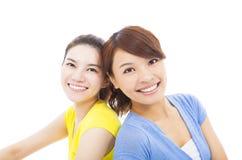 两个愉快的女孩特写镜头  免版税库存图片