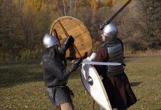 两个战士重建了中世纪俄国战斗 库存图片