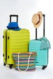 两个手提箱和两个帽子 免版税库存照片