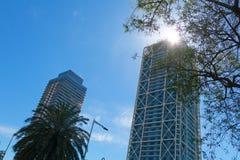 两个摩天大楼在巴塞罗那,卡塔龙尼亚,西班牙 免版税库存照片