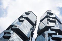 两个摩天大楼大厦在香港 库存照片