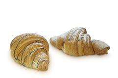 两个新月形面包隔绝了om白色backgrond 免版税库存照片