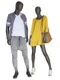 两个时装模特,男性和女性,在便衣穿戴了 库存图片
