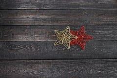 两个星特写镜头在木背景新年,圣诞节 库存图片