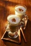 两个杯子乳脂状的热奶咖啡咖啡 图库摄影
