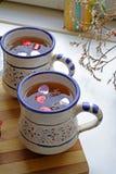 两个杯子的情人节茶在画象 库存照片