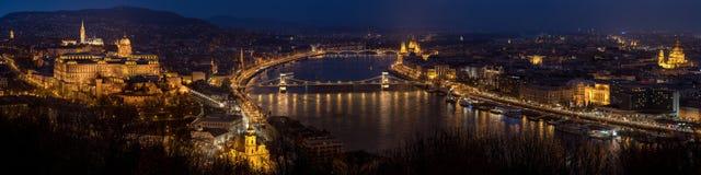 两个桥梁布达佩斯资本链市多瑙河匈牙利地标位于多数老一条卓越的河端 图库摄影