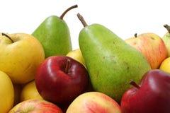 两个梨和许多苹果 免版税库存图片