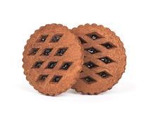 两个棕色巧克力曲奇饼用在白色backgroun的果酱 免版税库存图片