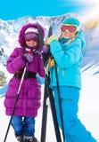 两个横穿全国的女孩 免版税图库摄影