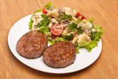 两个汉堡用土豆沙拉 免版税库存图片
