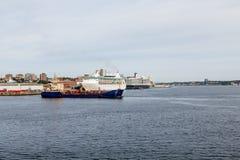 两个游轮和货轮在哈利法克斯 库存图片