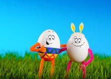 两个滑稽的复活节彩蛋容忍 免版税库存图片