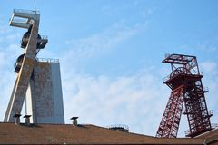 两个煤矿业的塔在欧洲 免版税库存图片