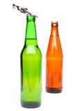 两个瓶啤酒和开启者 免版税库存照片