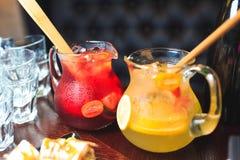 两个瓶子柠檬水 免版税图库摄影