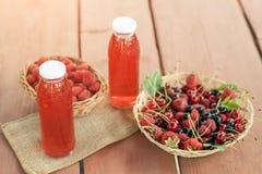 两个瓶寒冷炖了从被分类的莓果的果子 库存照片