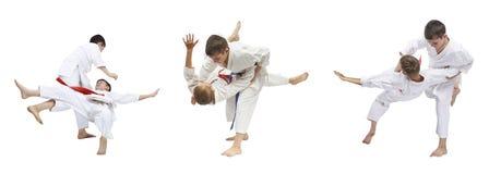 两个男孩是训练的柔道摔 免版税图库摄影
