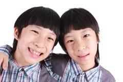 两个男孩,孪生画象  免版税库存照片