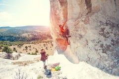 两个登山人训练 免版税库存照片