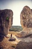 两个登山人训练 免版税库存图片