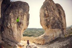 两个登山人训练 库存照片