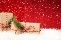 两个礼物盒包裹与在红色背景的丝带 免版税图库摄影