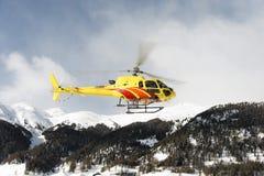 两个私人喷气式飞机在圣盛生积雪的机场在阿尔卑斯瑞士在冬天 库存照片