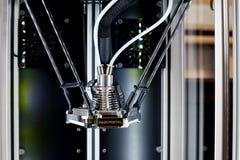 两个等待一项新的任务的细丝3D打印机 新的打印技术 图库摄影