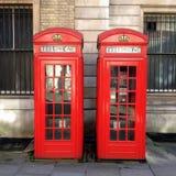 两个红色电话亭 免版税图库摄影